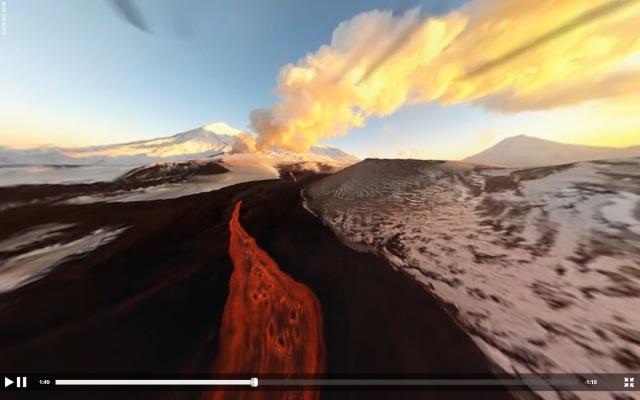 Capture d'écran vol au dessus d'un volcan
