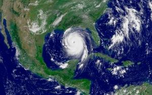 L'ouragan Katrina photographié en 2005 au dessus du Golfe du Mexique. (Crédit : NOAA/NASA).