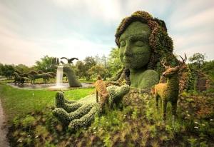 L'œuvre de La Terre Mère, inspirée par la Déclaration d'interdépendance. Crédit : Guy Boily. http://gardendrum.com